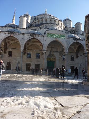 Hotellino Istanbul: Sun, snow and sultans!