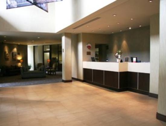 Travelodge Hotel Belleville : Front Desk