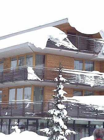 The Skihotel Galzig - the Junior Suite is at the top behind the snowbank.