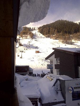 Skihotel Galzig: The ski slopes behind the hotel.