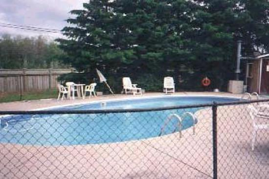 Skyways Motel: Pool