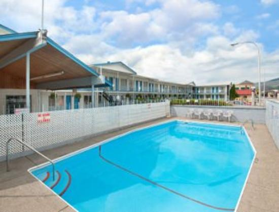 Journey Inn: Pool