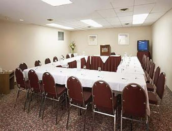 Quality Inn & Suites P.E. Trudeau Airport-Montreal : Le Beaucaire Meeting Room