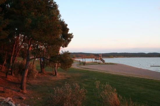 Port Minervois : the beach of the lake