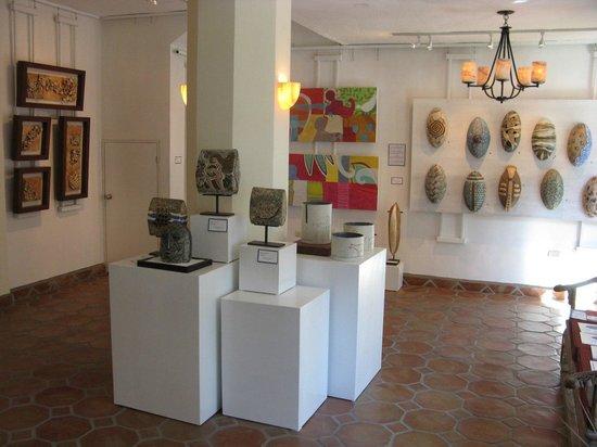 Ambos Galeria de Arte y Artefactos