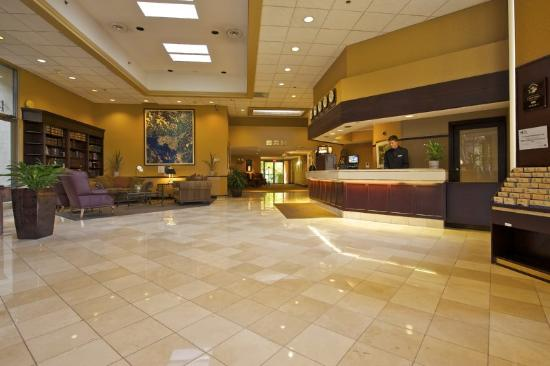Coast Tsawwassen Inn: Lobby