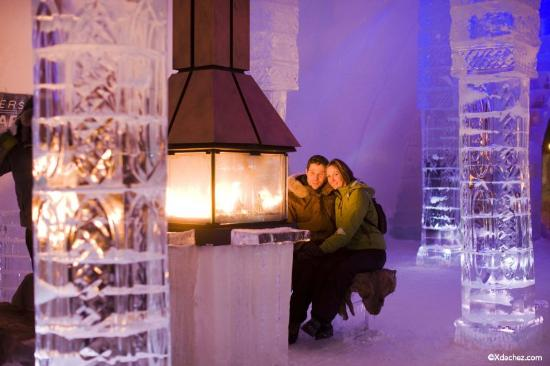 Hotel de Glace: Foyer/Fireplace