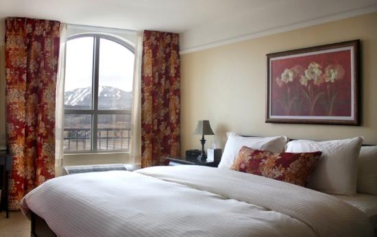 Le St Martin Bromont: Room with King bed