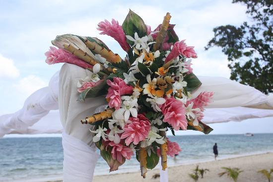 Iberostar Rose Hall Suites: Flowers on Wedding Arbour
