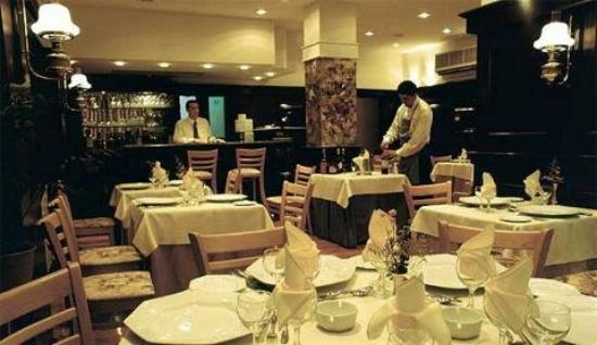 Reina Victoria Suites & Towers: Dining