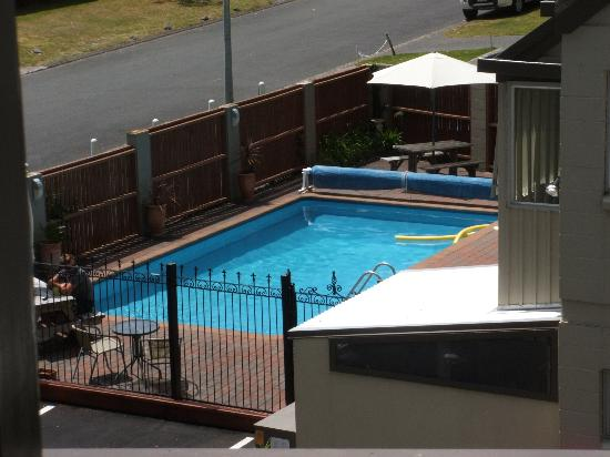 Tui Oaks Motor Inn: pool