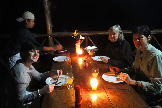 La Bastilla Ecolodge: Dinner by candlelight