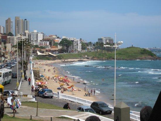 Farol da Barra Beach: Blick links