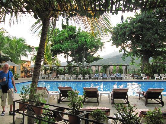 Hotel Mariscal Robledo: piscina