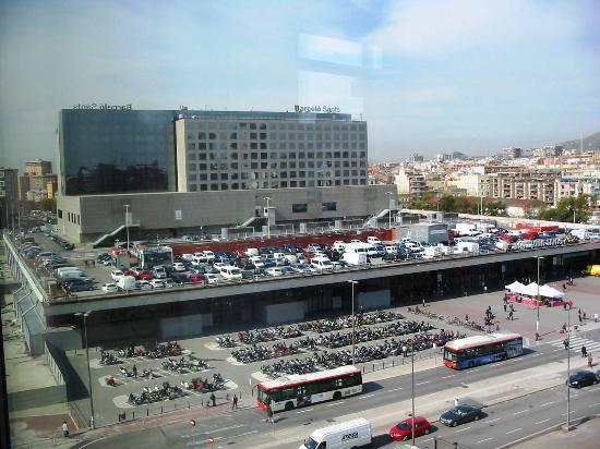 Gran Hotel Torre Catalunya: Vista de la Estación de Sants desde la habitación