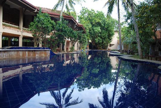 Barberyn Reef Ayurveda Resort: The salt water swimming pool