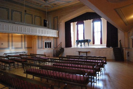 Oneida Community Mansion House : family hall