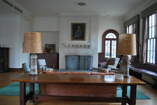 Oneida Community Mansion House : breakfast room