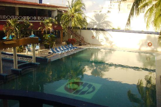 Sol Caribe San Andres: Vista desde la Habitacion (piscina del hotel)