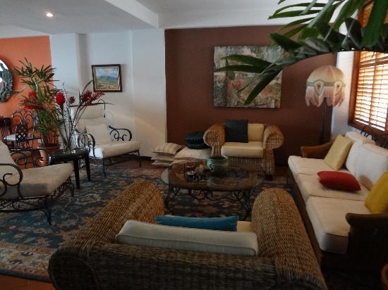 Casa Abierta B&B: living room