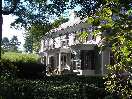 Inn at Valley Farms: Front of the Inn during summer