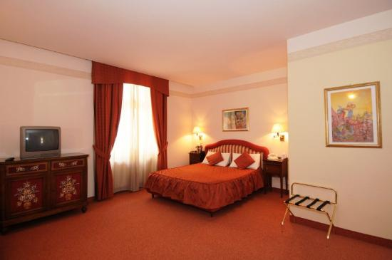 Hotel Sunrise: Guest Room
