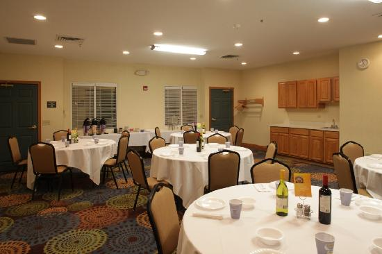 Holiday Inn Express Hotel & Suites Chicago-Deerfield/Lincolnshire: Meeting Room