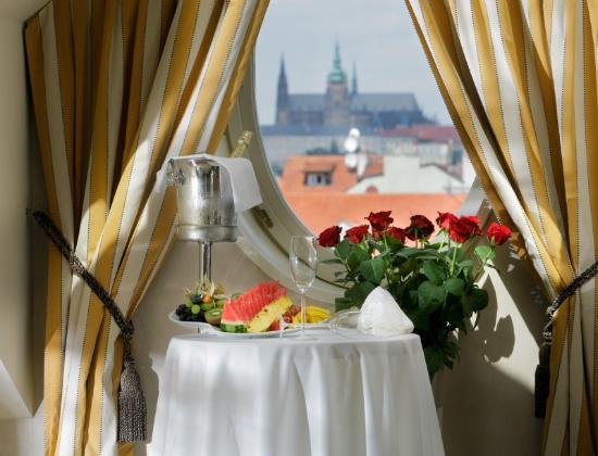 Mamaison Riverside Hotel Prague: Junior Suite With View