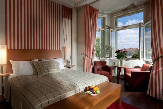 Mamaison Riverside Hotel Prague : Superior Room