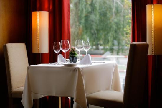 Mamaison Riverside Hotel Prague: Dining