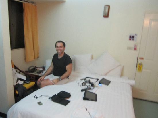 Sawasdee Sukhumvit Inn: Lit & Entrée