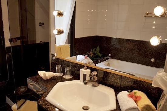 La Palmeraie : La salle de bain avec cabine thalasso