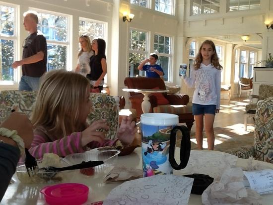 Disney's Beach Club Villas: un salon del Beach Club