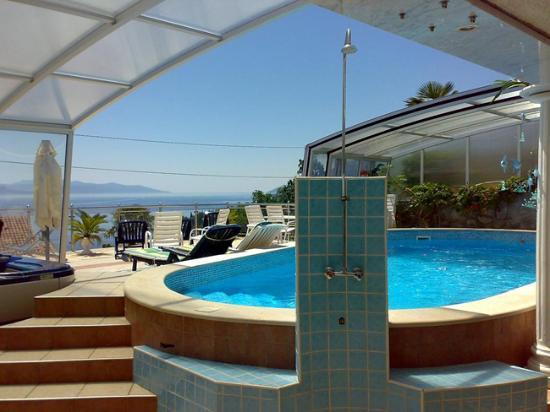 Villa Roses Apartments & Wellness: Pool