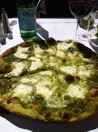 Cafe Renault: Pesto pizza.