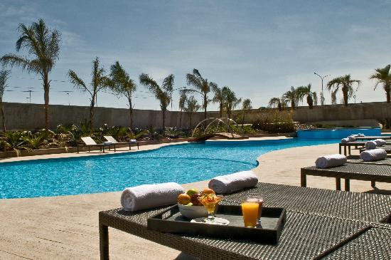 Esplendor Mendoza: Swimming Pool