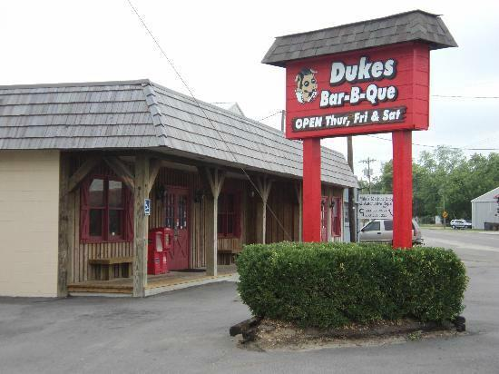 Duke's Bar-B-Que: Duke's BBQ Sign