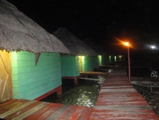 akwadup lodge at night