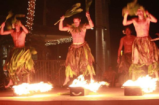 Te 'E'a O Te Turama Hula Halau: Fire dancing