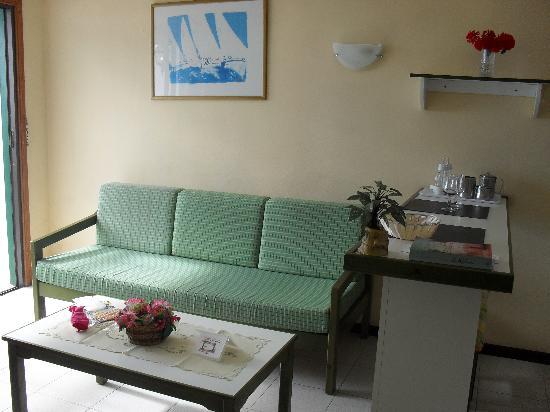 La Florida Apartments: Living room