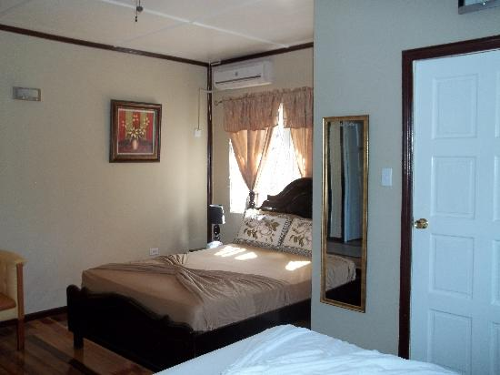 The Villa: Room1