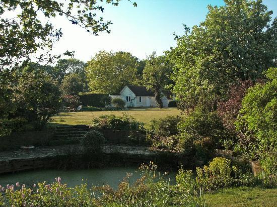 Godwin House: Godwin's plushy gardens