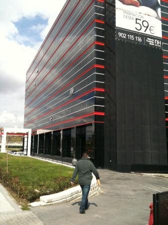 NH Madrid Ribera del Manzanares: außenansicht des Hotels