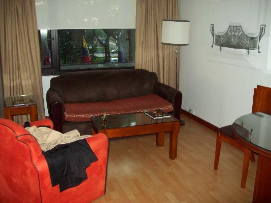 แลงคาสเตอร์ เฮ้าส์: Living area of suite