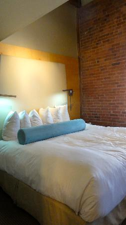 Mill Street Inn: bed