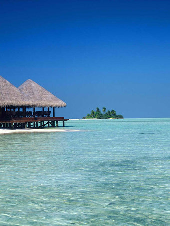 Rihiveli by Castaway Hotels & Escapes : Lagoon Restaurant - Day view