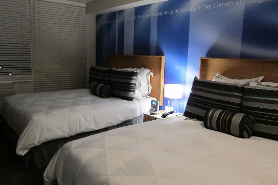 The Domain Hotel: Cool blue room
