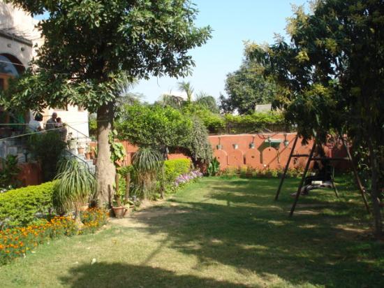 KS Palace: Fresh air in Delhi! The front garden.