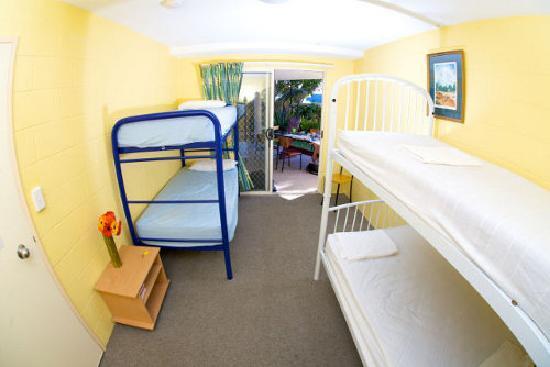 Caloundra Backpackers: 4 bed dormitory