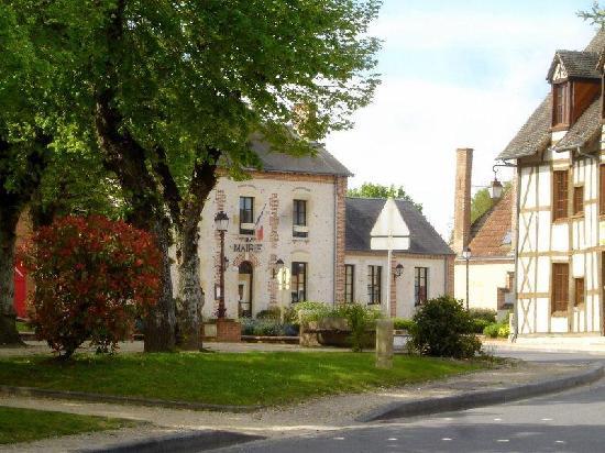 Chateau de la Fregeoliere: the village
